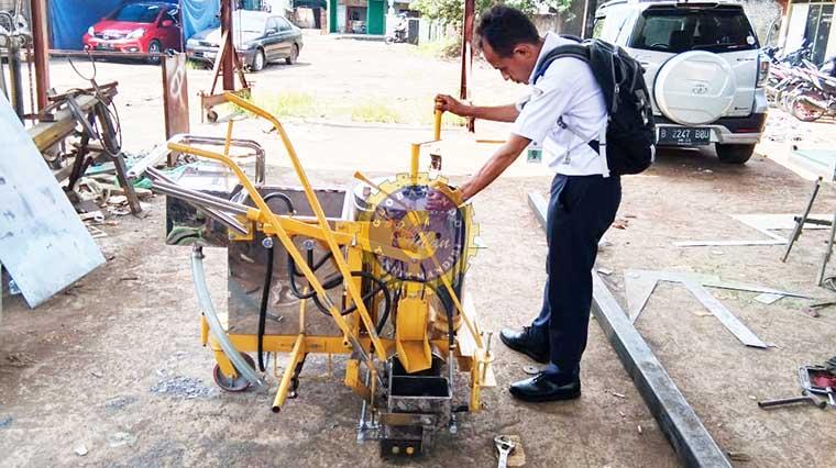 mesin cat marka jalan manual